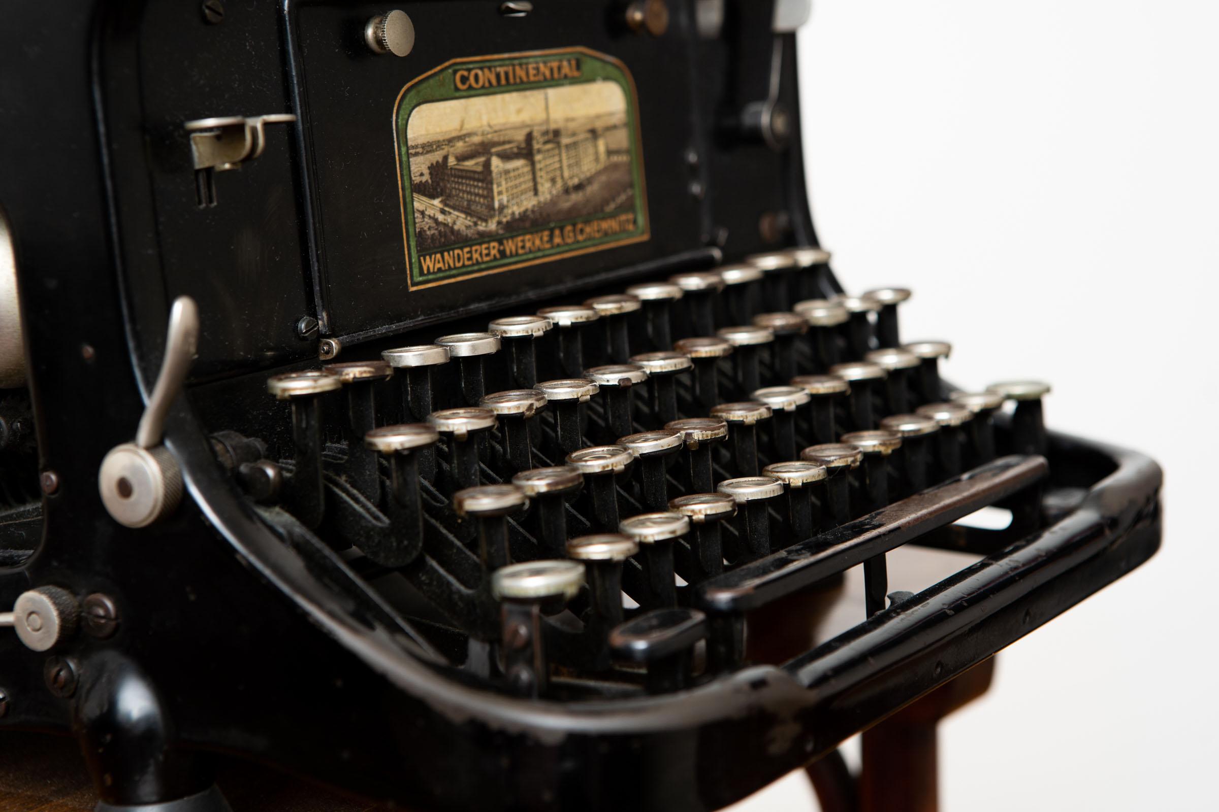 Eine alte Schreibmaschine aus der Sammlung von Dr. Michael Dyck.